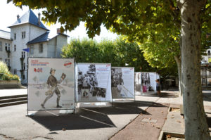 """Bâches pour l'exposition """"100 000 soldats américains à Aix-les-Bains"""" (73)"""