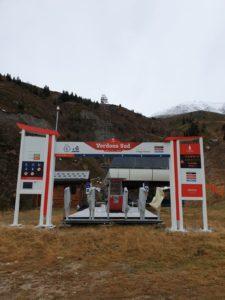 Lettrages et portiques pour la Société d'Aménagement de la Plagne (Savoie)
