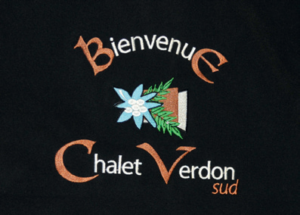 Broderie personnalisée avec logo sur veste polaire