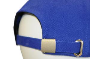 Clip inox + passant - Fermeture permettant de régler la taille de la casquette avec un clip en inox et un passant pour insérer la bande