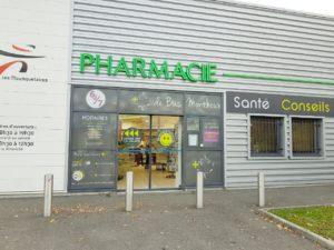 Lettrage et vitrine adhésif microperforé de la Pharmacie Bas Monthoux