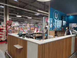 Protection de caisse en PMMA dans un supermarché savoyard