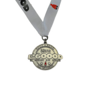 Médaille personnalisée découpée à la forme sur lanyard personnalisé